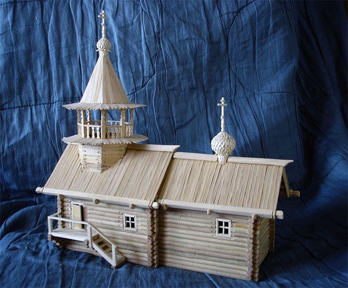 Выставка макетов деревянных церквей Русского Севера.